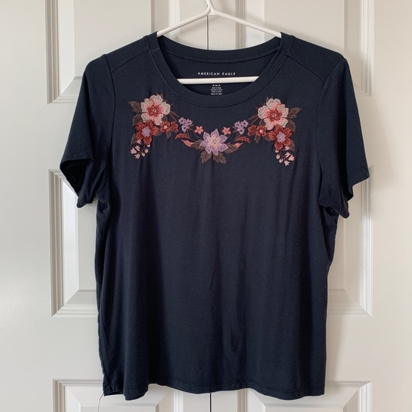 Cropped embroidered tee
